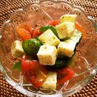 トマトとクリームチーズのバジルオリーブオイル和え〜我が家自慢のお惣菜・お弁当