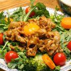 菊菜サラダの豚バラ焼肉乗せ〜我が家自慢のお惣菜・お弁当